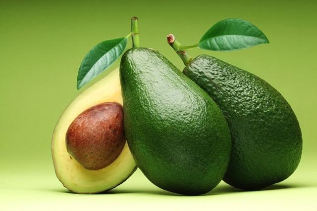 Bơ có rất nhiều lợi ích cho sức khỏe như chống viêm, tốt cho tim mạch hay ngăn ngừa ung thư. Ảnh: Bonappetour.