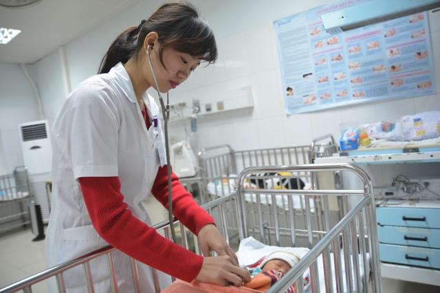 Bé trai con sản phụ Nga được theo dõi sức khỏe chặt chẽ tại Tổ Sơ sinh, khoa Sản, BVHNĐK Nghệ An vào ngày 21/1 vừa qua nay đã xuất viện trở về nhà an toàn.