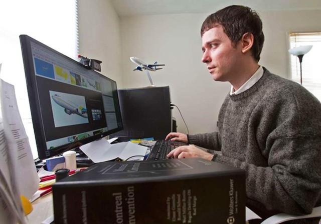 Gabor Lukacs làm việc tại nhà riêng ở Halifax. Ảnh:National Post.