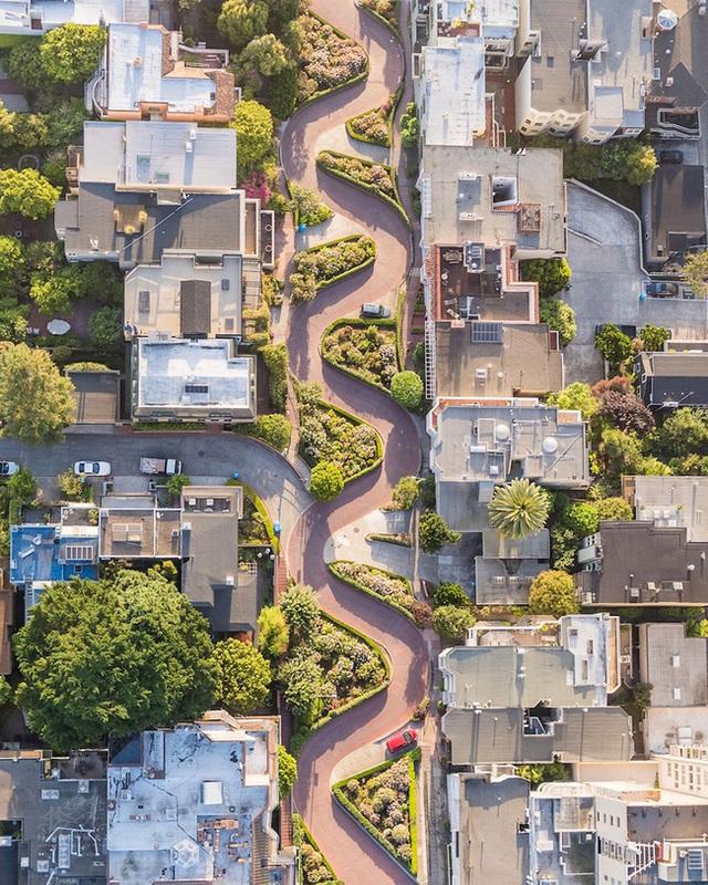 Đường Lombard, San Francisco, Hoa Kỳ.