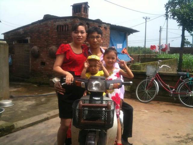 Gia đình anh Nguyễn Công Đồng, chị Cao Thị Mãi.