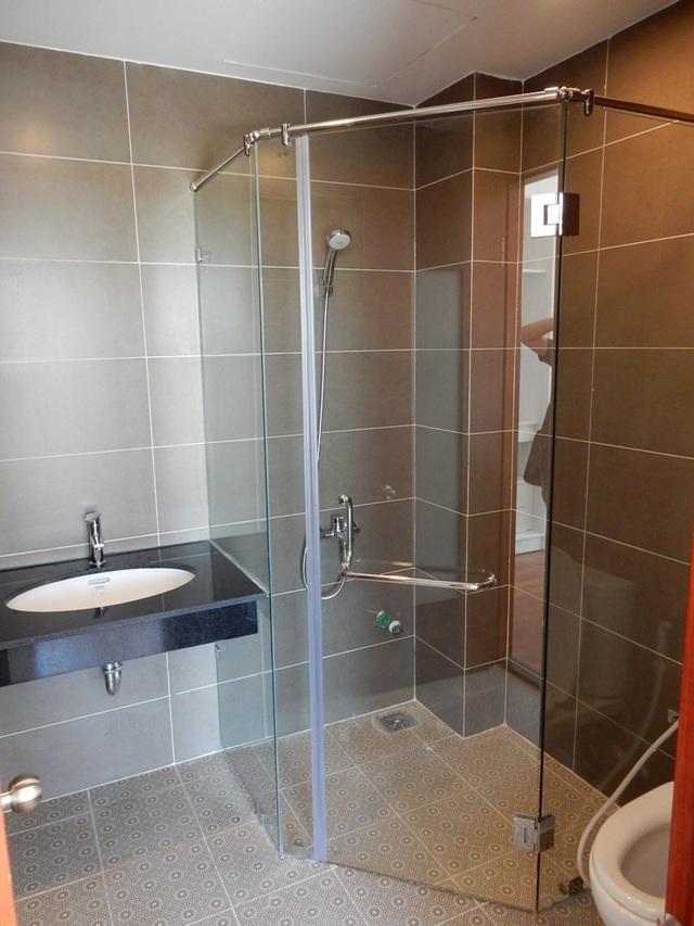 Phòng tắm được thiết kế hiện đại, mỗi phòng ngủ đều có công trình phụ...Ảnh: Đức Hoàng