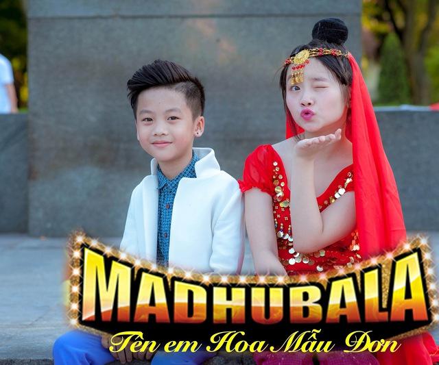 Cùng với Kim Anh, thiên thần nhí Minh Quân cũng xuất hiện với màn hóa thân trong hình ảnh RK đẹp trai. Minh Quân là người mẫu nhí tài năng, gương mặt đại diện của nhiều hãng thời trang trẻ em ở Việt Nam.