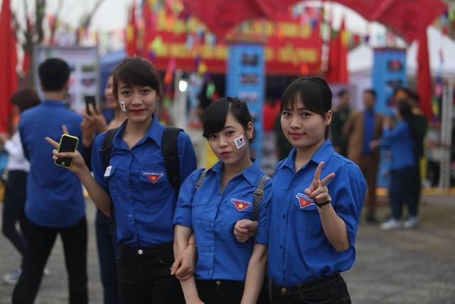 Các đoàn viên háo hức tham gia các hoạt động của hội thi.