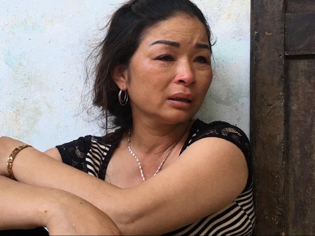 Giọt nước mắt xót xa của chị Lưu (chị gái anh Thủy) khi vụ tai nạn xảy ra