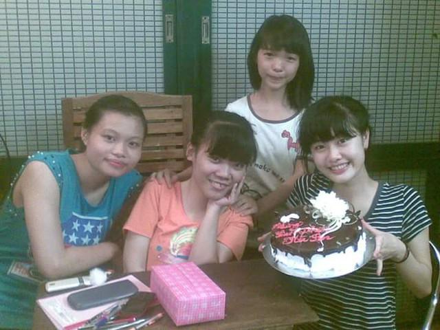 Bạn bè bên An dịp sinh nhật.