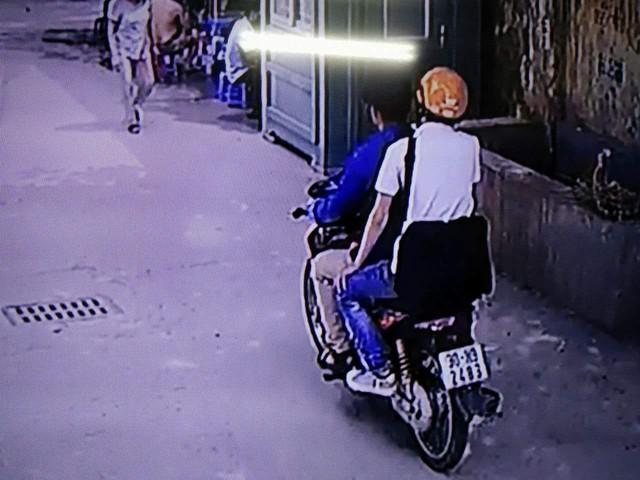 Hai đối tượng này đã sử dụng chiếc xe máy với biển số giả.