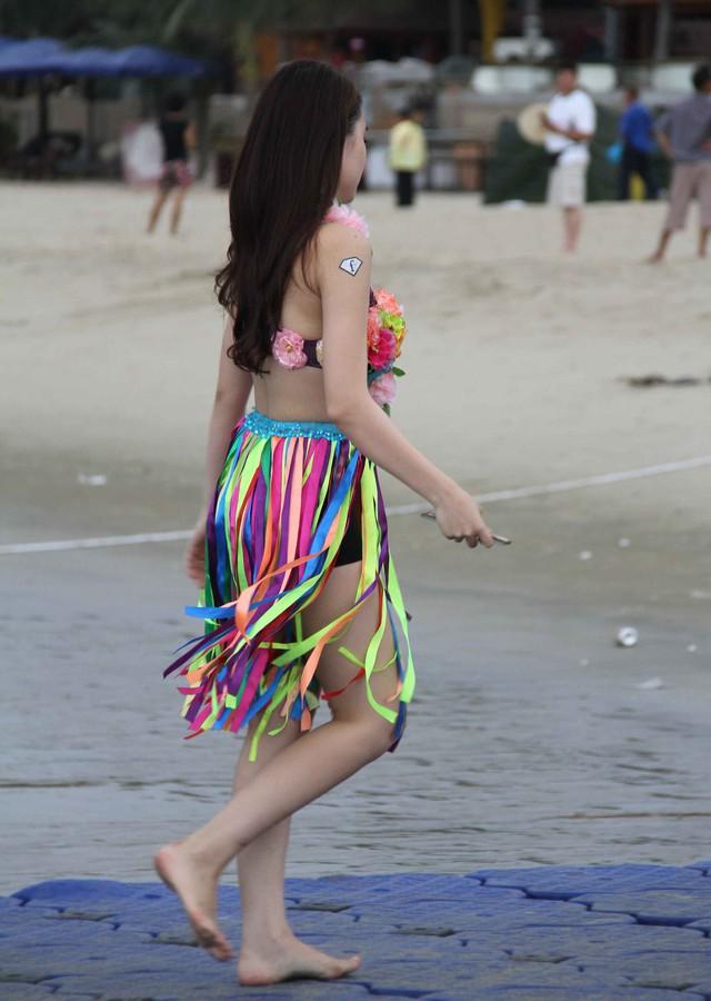 Biển Đà Nẵng cũng thu hút nhiều hoạt động của các bạn trẻ...Ảnh: Đức Hoàng
