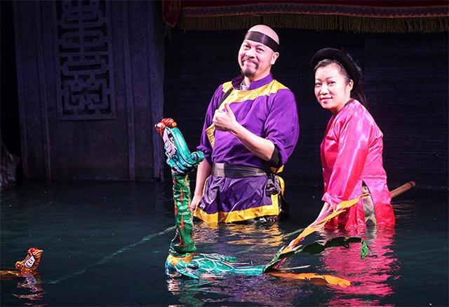 Đức Hùng chia sẻ nghề múa rối nước không có mùa đông, dù nhiệt độ xuống đến 5 độ C hay thấp hơn nữa thì người nghệ sĩ vẫn bất chấp sự khắc nghiệt của thời tiết để mang nét đẹp văn hóa Việt đến khán giả.