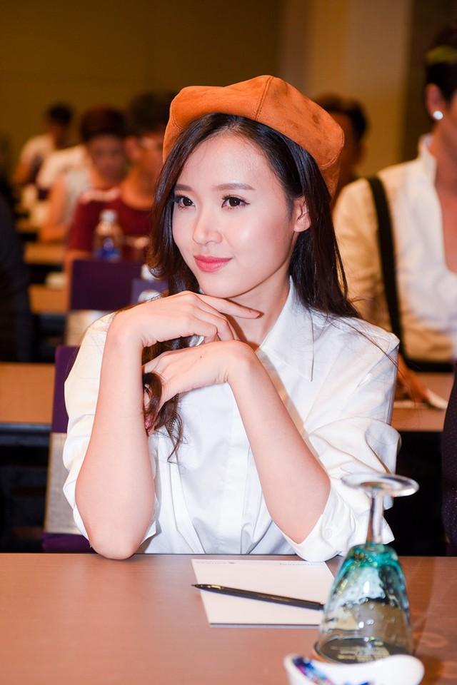 Midu tiết lộ, thời đi học cô có nhiều hơn 2 chàng trai theo đuổi. Ảnh: Nguyễn Bá Ngọc