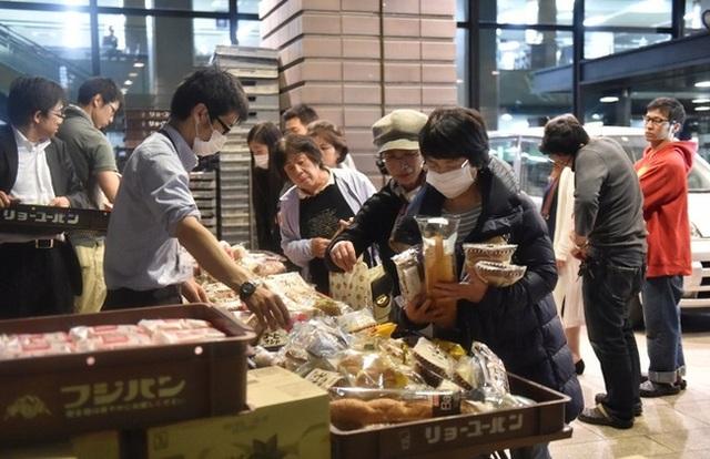 Văn hóa xếp hàng từ lâu đã trở thành niềm tự hào của Nhật Bản. Và đây cũng là một trong những hình ảnh khiến hàng triệu người dân thế giới phải nghiêng mình nể phục con người ở xứ sở hoa anh đào.