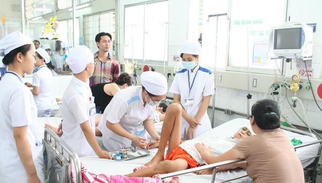Chất lượng khám, chữa bệnh, thái độ phục vụ của y - bác sĩ tại các cơ sở y tế công trên phạm vi cả nước đã có nhiều thay đổi tích cực trong năm 2015.