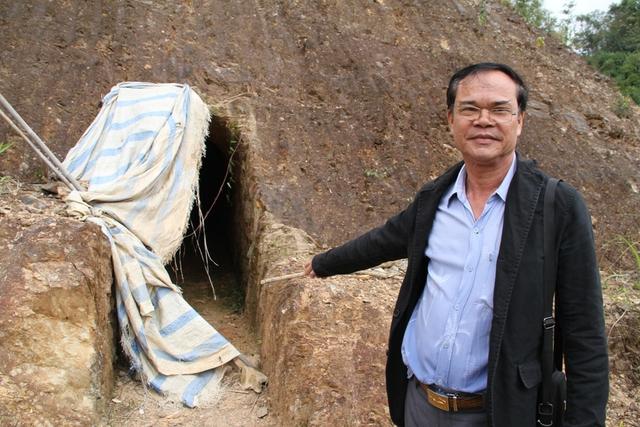 Hầm rượu đào xuyên núi của bí thư huyện Bhriu Liếc được đào từ năm 2009 và nằm gần đường giao thôngthông. Ảnh: Đức Hoàng