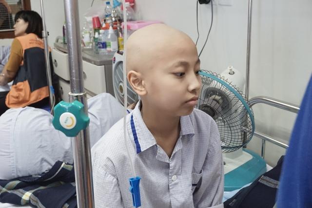 Cậu bé 12 tuổi này ước mơ trở thành một cầu thủ bóng đá nổi tiếng của Việt Nam và trên thế giới. Ảnh N.Mai