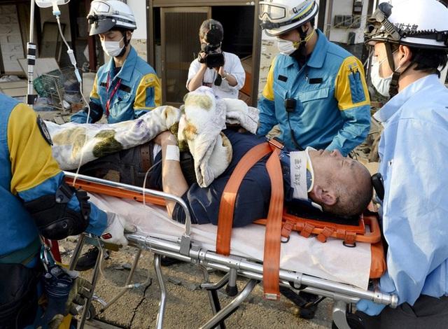 Ngoài ra, 1.500 người bị thương, trong đó có 80 người bị thương rất nặng.