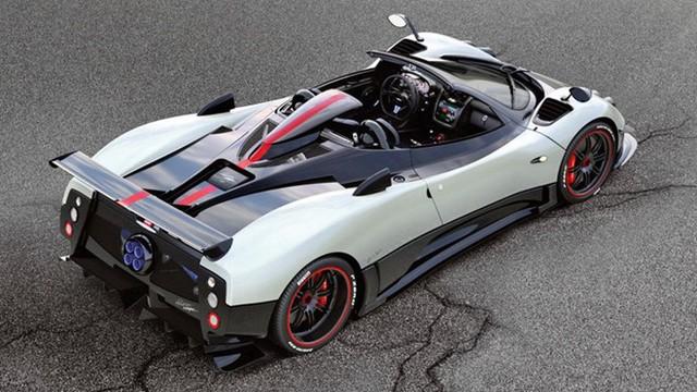 Đứng thứ 6 là Pagani Zonda Cinque Roadster với vận tốc cực đại 350 km/h. Đây là một trong những siêu xe hiếm nhất thế giới khi chỉ được sản xuất 5 chiếc. Trái tim của siêu xe là khối động cơ V12, dung tích 7,3 lít, sản sinh công suất cực đại 678 mã lực và mô-men xoắn cực đại 575 lb-ft. Sức mạnh đó cho phép Zonda Cinque Roadster tăng tốc từ 0-96 km/h trong 3,4 giây.