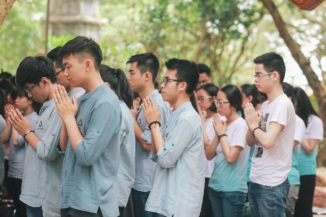 Trường THPT Lương Thế Vinh là trường đầu tiên trên địa bàn Hà Nội tổ chức mô hình đưa học sinh đi dã ngoại tâm linh.