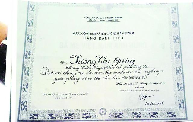 Mẹ VNAH Dương Thị Giềng là cô ruột thứ hai của anh Hoàng Tuấn. Mẹ Giềng có chồng và 3 con trai điều là Liệt sĩ hy sinh trong chiến tranh.