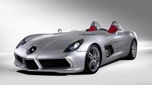 Tiếp đó là McLaren Mercedes SLR Stirling Moss cùng thông số vận tốc tối đa 355 km/h.