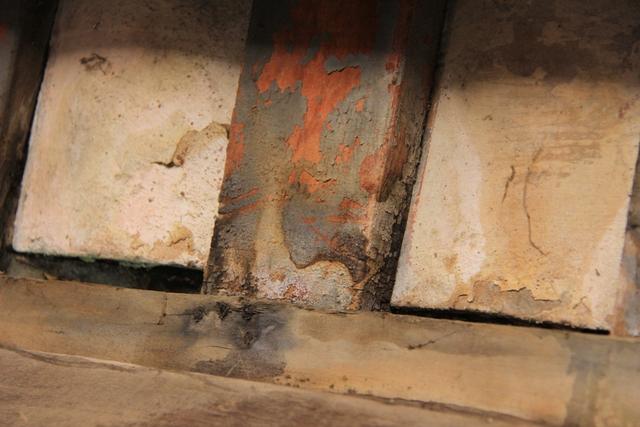 GS.TS Trương Quốc Bình, UV Hội đồng Di sản Văn hóa Quốc gia, cho biết nhiều cấu kiện gỗ tại các vị trí khác nhau ở phần trên chùa Cầu đã bị hư hỏng nặng...