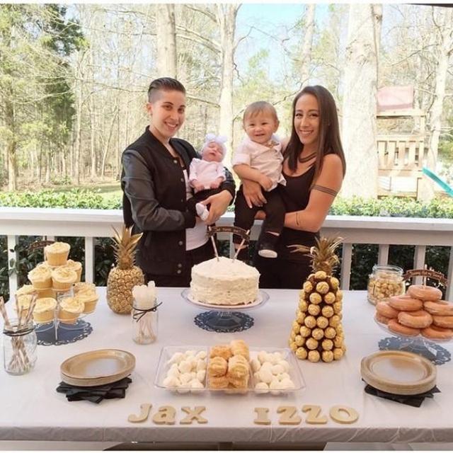 Gia đình hạnh phúc của Melanie và Vanessa đã tạo thêm cảm hứng cho những cặp đôi đồng tính có nguyện vọng sinh con trên thế giới.