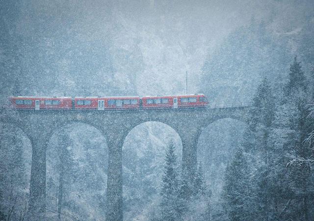 Bão tuyết trên núi cao - Thụy Sỹ.