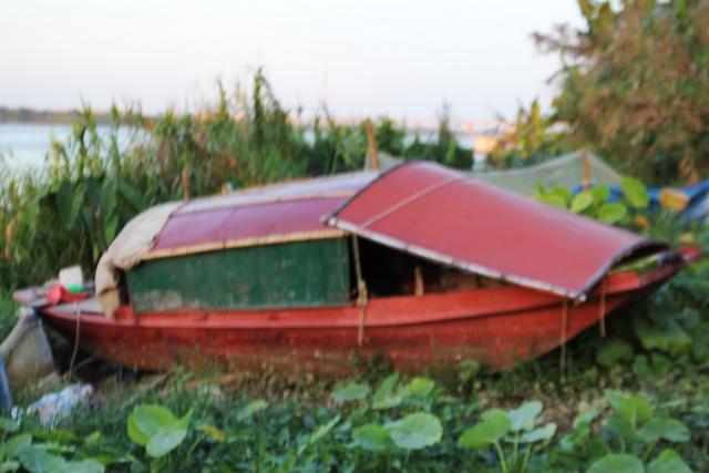 Chiếc thuyền của vợ chồng ông Tâm dùng để mưu sinh.