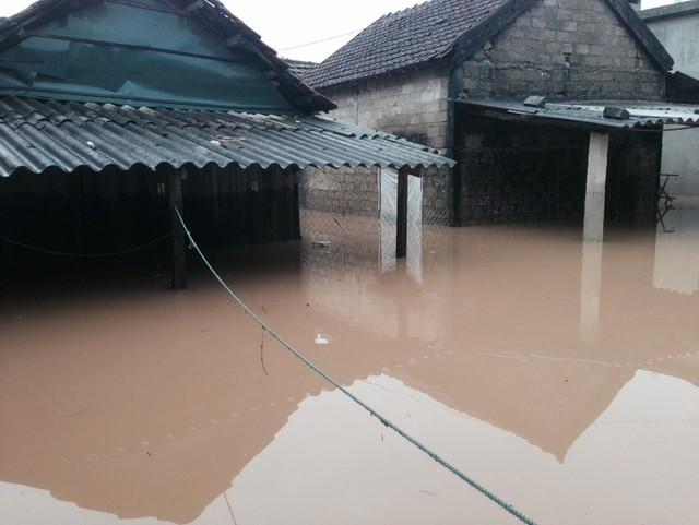 Nước lũ tại xã Sơn Trạch, huyện Bố Trạch. Ảnh: M.K