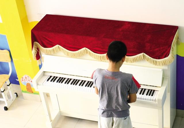 Có em thể hiện năng khiếu âm nhạc vượt trội chỉ sau vài buổi học.