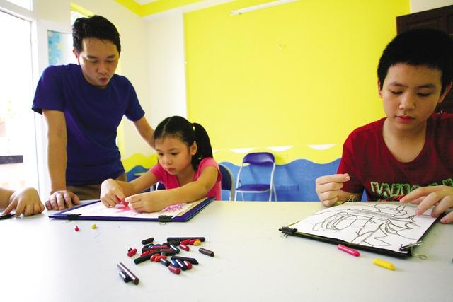 Dạy trẻ tự kỷ đòi hỏi giáo viên phải hết sức kiên trì, nhẫn nại.
