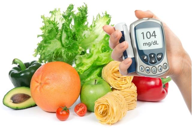 Bệnh nhân ĐTĐ nên hạn chế sử dụng các thức ăn đã qua tinh chế, hạn chế hoa quả nhiều đường như nước mía, sầu riêng, mít, nhãn. Ảnh minh họa