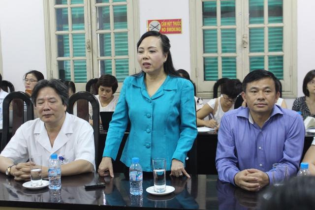 Bộ trưởng Bộ Y tế Nguyễn Thị Kim Tiến đánh giá rất cao Trung tâm Điều phối quốc gia về ghép bộ phận cơ thể người, dù mới thành lập nhưng hoạt động rất hiệu quả. Ảnh: TL