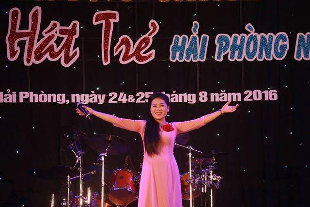 Ca sĩ Anh Thơ là vị khách mời đặc biệt trong chương trình. Ảnh; LHH