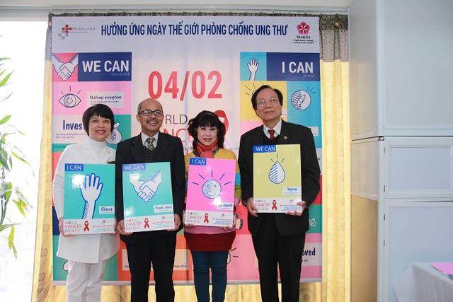 Nghệ sĩ Hán Văn Tình cùng các nghệ sĩ, khách mời và điều dưỡng bệnh viện Việt Hưng cam kết We can. I can.