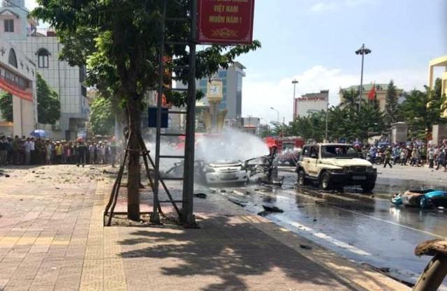 Vụ nổ ô tô khiến 2 người chết thảm. Ảnh: H. Tâm