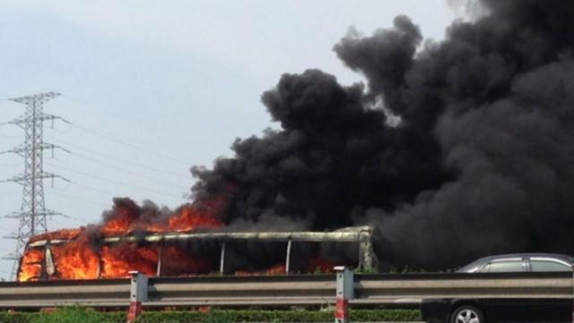 Sự việc kể trên xảy ra vào khoảng 14h30 ngày 2/8 trên cao tốc Pháp Vân - Cầu Giẽ (đoạn đối diện Bệnh viện Nội tiết Trung ương) huyện Thanh Trì (Hà Nội).