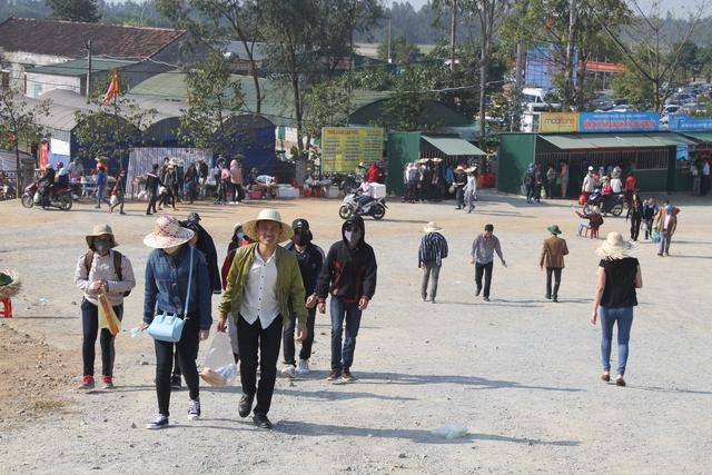 Đầu năm, khai hội từ mùng 6 tháng Giêng, chùa Hương tích ở Hà Tĩnh đã đón hàng vạn du khách thập phương tới hành lễ. Ảnh C.T