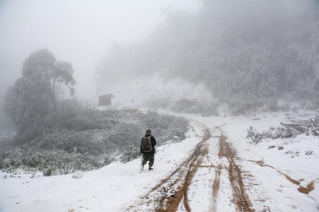 Đợt rét vừa rồi, tuyết phủ trắng nhiều địa bàn ở huyện Kỳ Sơn, Nghệ An. Ảnh: Bằng Trần