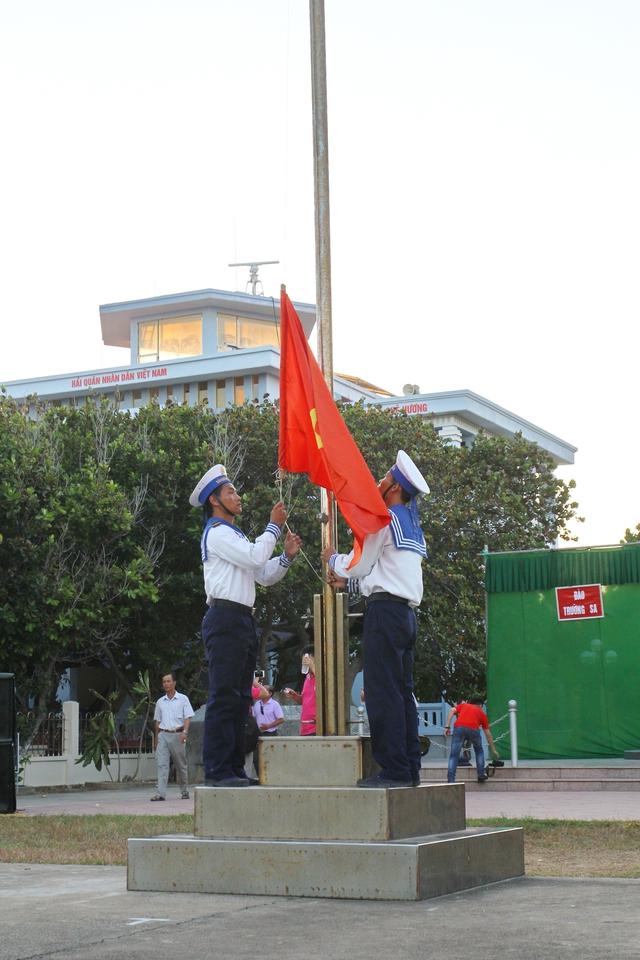 Lá cờ Tổ quốc thiêng liêng tại đảo Trường Sa lớn.