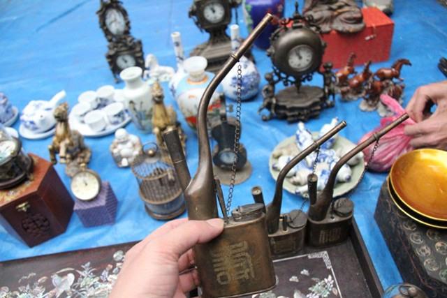 Tẩu hút thuốc thời xưa được chào giá 500.000 đồng. Ảnh: Nguyễn Kiên
