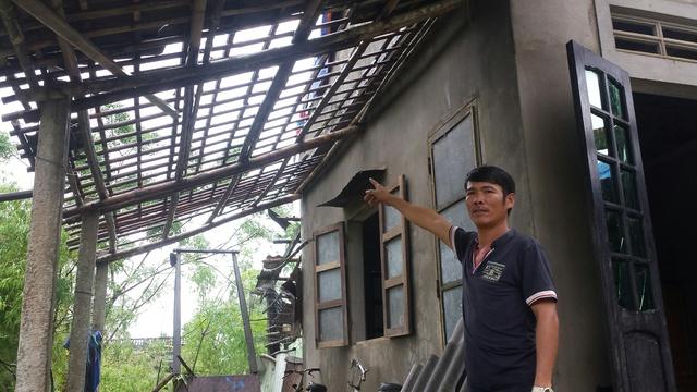 Anh Nguyễn Ngọc Tú kể lại trận lốc kinh hoàng rạng sáng 15/10. Ảnh:Đ.H