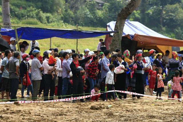 Sự kiện thu hút rất đông người dân địa phương và khách du lịch.