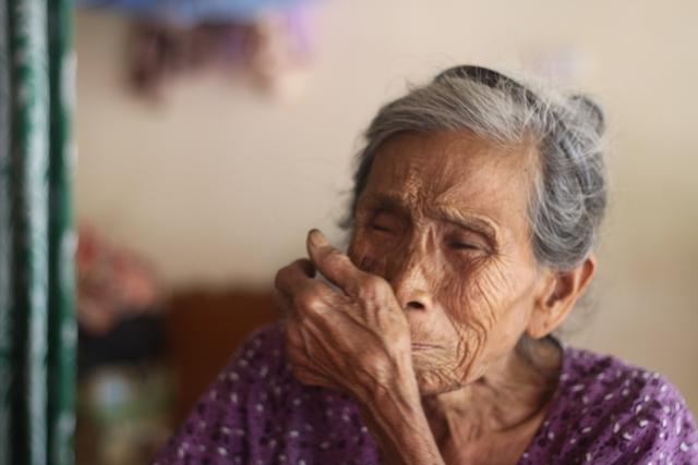 Cụ Trần Thị Khoái (mẹ đẻ ông Vót) năm nay đã 90 tuổi chỉ mong có ngày được nhìn thấy con trai trở về. Ảnh:X.Thắng
