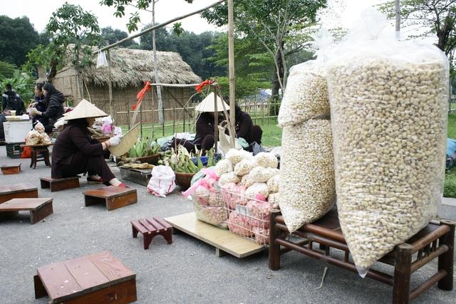 Những hàng quán bán đồ ăn vặt trở thành ký ức khó quên của mọi người dân Hà thành.
