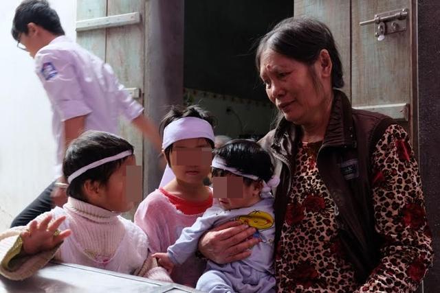 Tương lai các con nhỏ của vợ chồng anh Phú, chị Lợi rồi đây không biết sẽ ra sao. Ảnh: X.Thắng