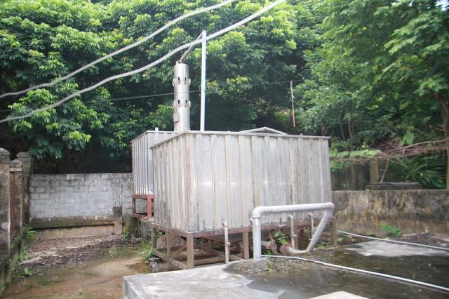Hệ thống lọc nước đơn sơ của thôn Đồng Sơn.