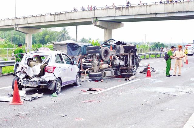 Tai nạn thảm khốc liên hoàn trên cao tốc Sài Gòn – Trung Lương năm 2015. Ảnh: Đ.Thảo