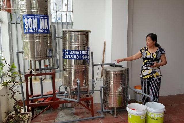 Bà Phạm Thị Lưu phải khoan giếng và đầu tư hệ thống lọc nước hơn 50 triệu đồng. Ảnh: PB