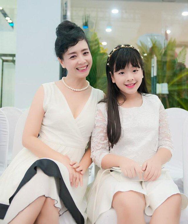 Nghệ sĩ Chiều Xuân và con gái Hồng Khanh (ảnh nhân vật cung cấp).