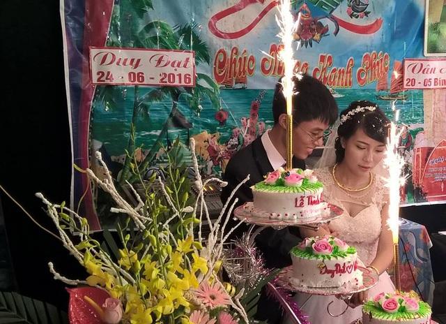 Chàng trai khiếm thị Cao Duy Đạt và cô giáo trẻ Vân Anh hạnh phúc trong ngày lễ vu quy (ảnh nhân vật cung cấp).